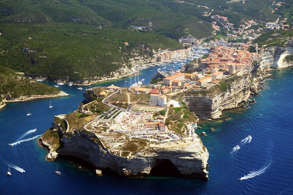Découvrir la Corse en voilier