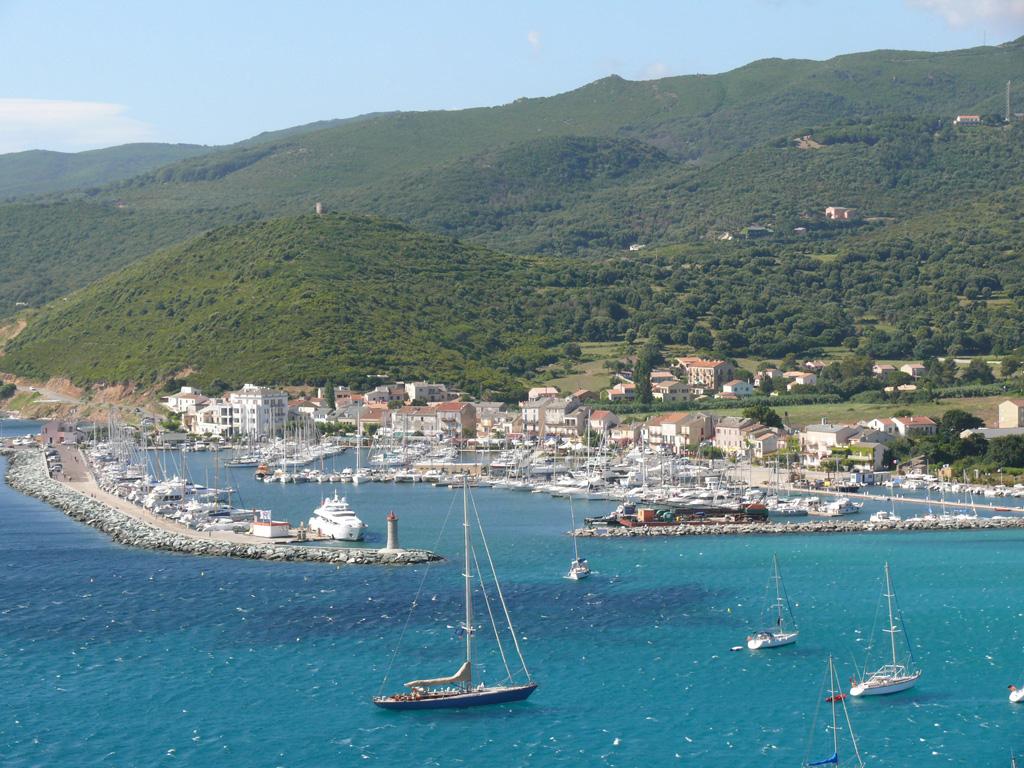 Habiter la Corse et avoir un voilier : les avantages