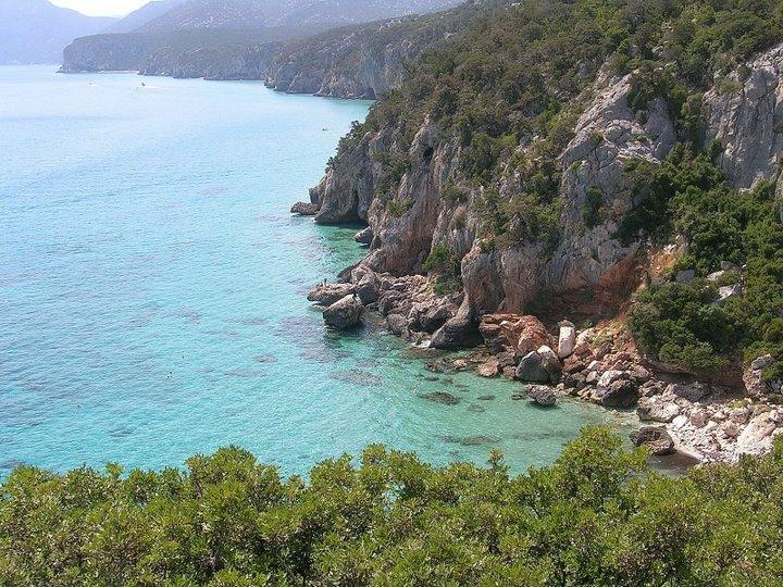 Découvrir les superbes côtes de la Sardaigne en voilier