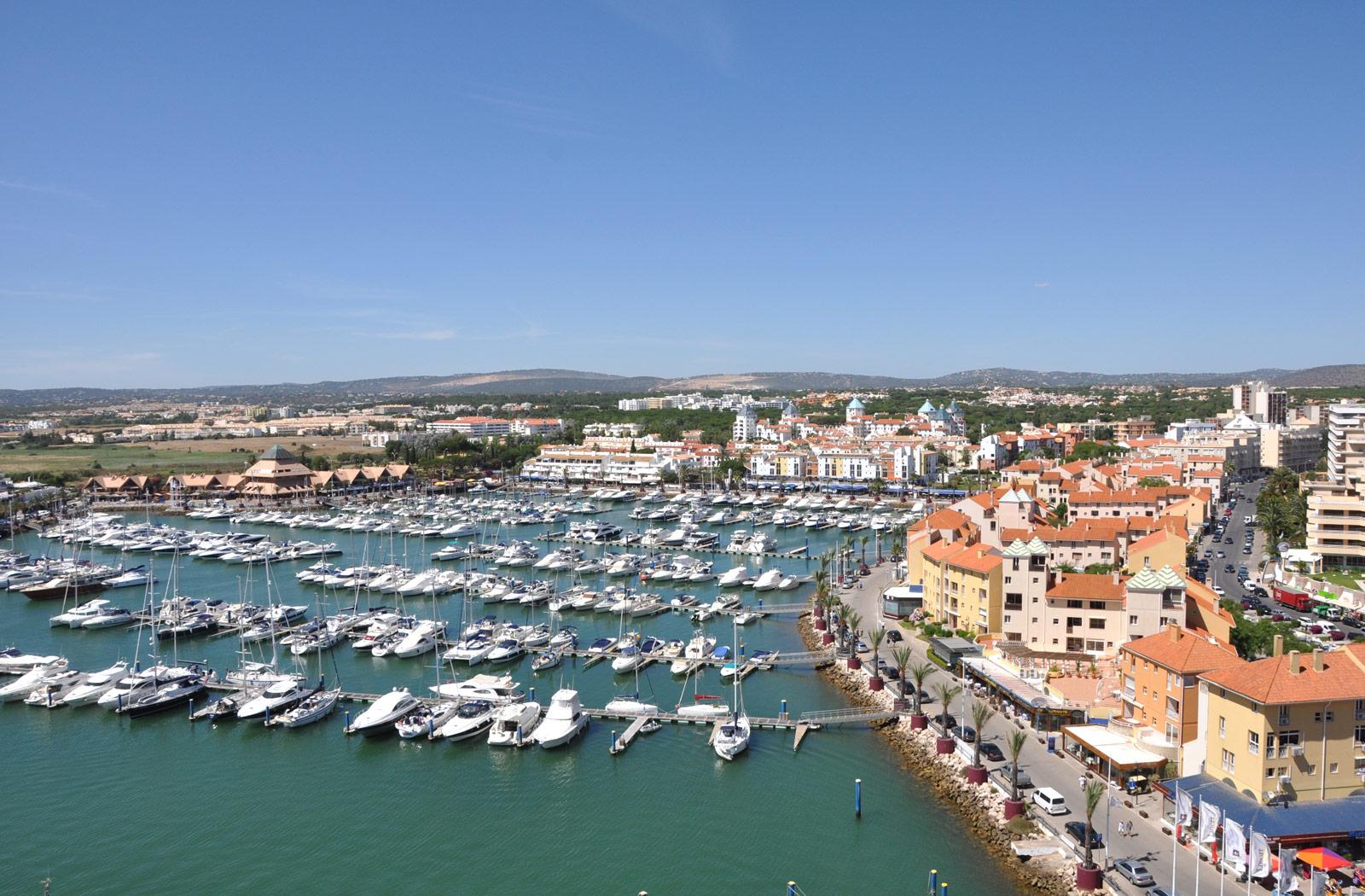 Faire de la voile sur la côte de l'Algarve